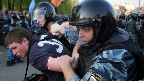 Демократия по-российски: в Москве задержали 16 волонтеров из штаба Навального, в том числе и 4 несовершеннолетних