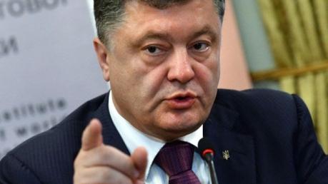 Порошенко: Если мирные договоренности провалятся, во всей Украине будет введено военное положение