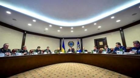 Президент совещается с силовиками по ситуации на востоке Украины