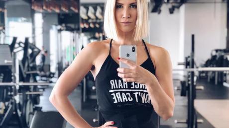 """Анита Луценко показала эффективные упражнения для стального пресса: """"Всего 7 минут в день"""""""