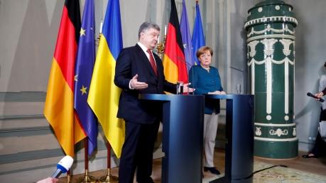 """Украина и Германия выступили за активизацию """"нормандского формата"""": Меркель и Порошенко требуют от Путина выполнения Минских договоренностей"""