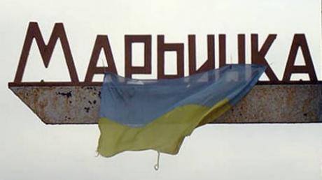 Террористы продолжают цинично лупить по Марьинке: пулеметный обстрел спровоцировал пожар в жилом квартале города
