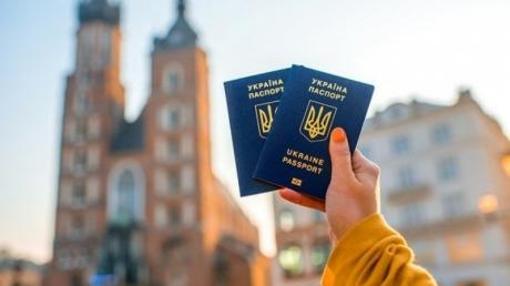 """Новые правила, трудовая миграция и падение """"железного занавеса"""": как год безвиза с ЕС изменил Украину"""