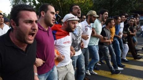 Тотальная забастовка и вторая волна протестов в Армении: все подробности и хроника событий онлайн