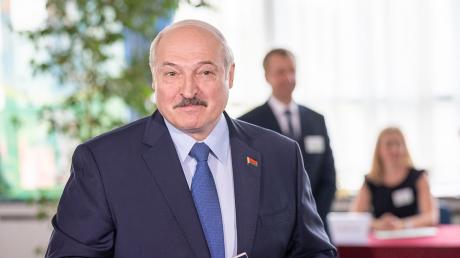 Лукашенко все еще может удержать власть в Беларуси: эксперт назвал варианты