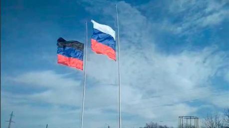 В оккупированном Донецке сорвали и сожгли флаг России: украинские партизаны начали волну диверсий