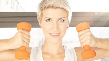 Анита Луценко, фитнес-тренер, упражнения дома