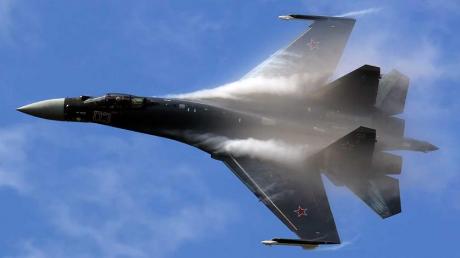 Business Insider: российский Су-35 едва не спровоцировал столкновение с самолетом ВМС США