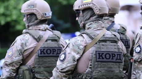"""Черкасские полицейские приехали в нарушивший карантин ресторан и """"накрыли"""" сходку криминальных авторитетов"""