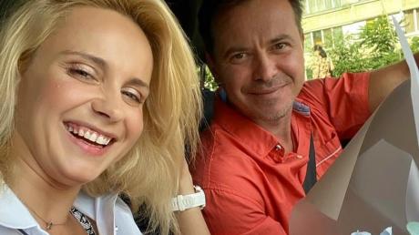 """Ведущая Лилия Ребрик продемонстрировала растяжку на шее у мужа Андрея Дикого: """"Неповторимая"""""""