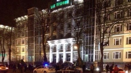 """Взрыв в Одессе: ночью по офису банка """"Південний"""" выстрелили из гранатомета. Фото и видео с места происшествия"""