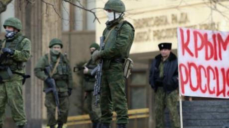 """Россияне ответили на планы Кремля о штрафах за Крым на сумму до 100 тыс рублей: """"Одни неприятности"""""""