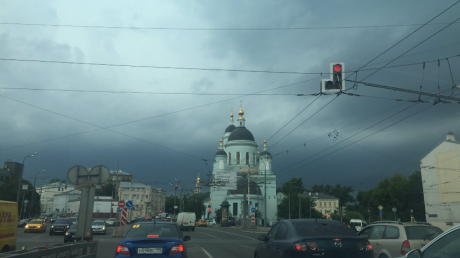 Москва замерла в нервном ожидании невиданного за последние 60 лет сильнейшего урагана: синоптики пугают Всемирным потопом и цитируют Библию - кадры