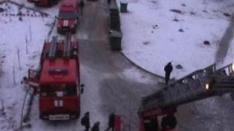 Сильный пожар в Луганске: эвакуированы все жильцы многоэтажки на Мирном, дом полностью обесточен - фото