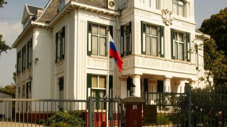 Митинг у Посольства РФ в Гааге: родственники погибших пассажиров МН17 возмущены тем, что Россия блокирует расследование катастрофы