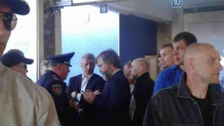 """В полиции и в """"Оппозиционном блоке"""" по-разному оценили происшествие в Одесском аэропорту"""