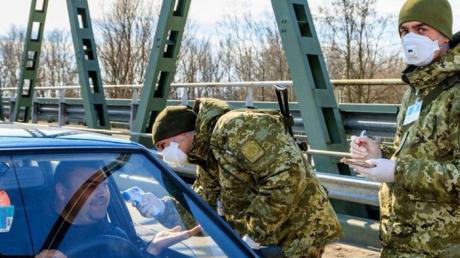 Если не успели вернуться до закрытия границ: МИД рассказал, что делать украинцам