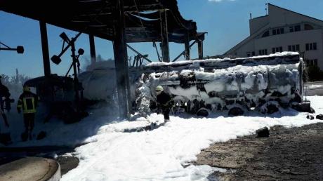 Пожар на нефтебазе вблизи Одессы: спасатели оперативно потушили огонь на площади в 100 кв. м, пострадало двое людей - ГСЧС