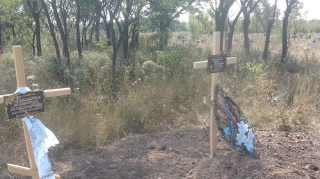 """""""Это кладбище в Макеевке – 40 рядов за последние 2 года. Большая часть похороненных – женщины, их много. Рус***й мир шагает по Донбассу, б*я"""", - Фашик Донецкий. Кадры"""