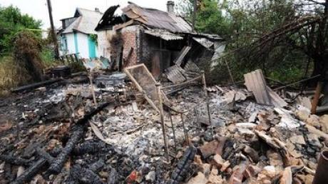 В Марьинке снаряд попал в частный дом. Смертельно ранен ребенок, - МВД