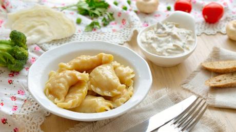 Инструкция для ленивых: как приготовить домашние вареники с картошкой у себя дома
