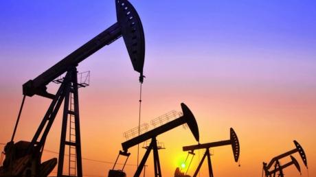 """В ожидании второго """"черного понедельника"""": нефтяные фонды готовятся к обвалу цен на нефть ниже нуля"""