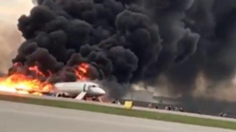 Появилась основная версия возгорания на борту самолета Sukhoi Superjet 100 в Шереметьево