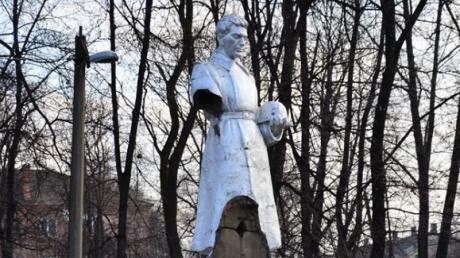 В Кировоградской области разбили памятник погибшим воинам Второй мировой войны – кадры