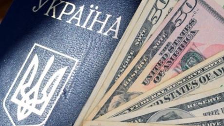 НБУ и банкиры договорились снять ограничения на продажу валюты населению через неделю