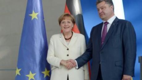 Порошенко обсудил с Меркель вопрос введения миротворцев и выполнение Минских соглашений