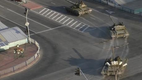 СМИ: В Луганск зашла неопознанная колонна военной техники
