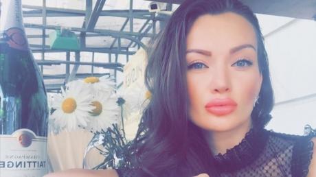 Родилась в Донецке и никогда не была моделью: СМИ назвали настоящее имя пострадавшей девушки во время теракта в Киеве и убийства Махаури, показав ее фотографии, - кадры