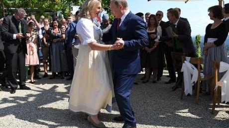 кнайсль, автрия, россия, путин, скандал, свадьба, танец