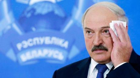 На крыше резиденции Лукашенко в Минске разместили снайперов: появилось первое фото