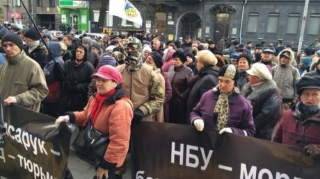 """СМИ: милиция снесла палаточный городок """"Кредитного майдана"""" под НБУ"""