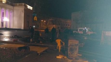 """В Одессе """"титушки"""" среди ночи избили протестующих против мэра с паспортом РФ. Есть раненые"""