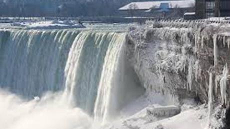 Сильный снегопад в США унес жизни 2 людей