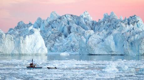 """Предвестники катастрофы: ученые обеспокоены странной """"темной зоной"""" в ледниках Гренландии - кадры"""