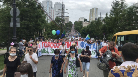 """В Хабаровске более 90 тысяч человек вышли на протест и скандируют """"Долой царя"""" - кадры попали в Сеть"""