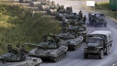 Россия срочно перебросила под Луганск танки и солдат: количество оружия напугало Сеть