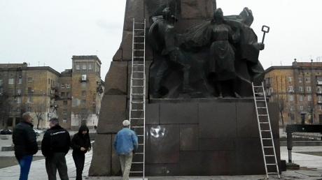ленин, памятник, горельеф, новости, сняли, сбросили, демонтаж, общество, запорожье, запорожская площадь