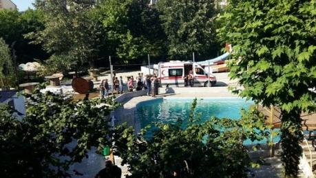 Трагедия в турецком аквапарке: упавший в бассейн электрокабель убил 5 человек, среди которых 3 подростков