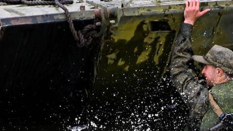 При обрушении моста навоенных учениях вЕАО пострадали 18 человек