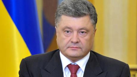"""""""Порошенко поступил именно так, как и должен был поступить президент"""", - блогер о скандале с расхищением в армии"""