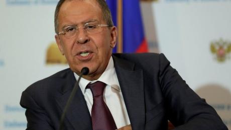 Лавров выставил Путина идиотом: чиновник ответил, зачем глава Кремля ходил в туалет вместе с Трампом