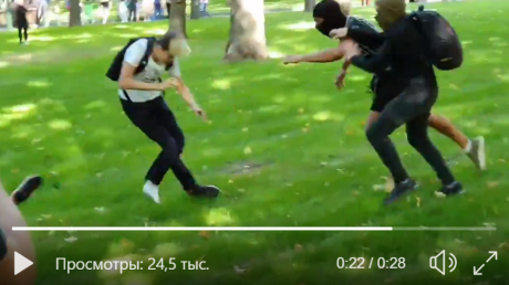 Радикалы напали на Марш равенства в Харькове: подростка толпой жестоко избили на глазах очевидцев - видео