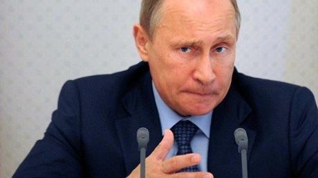 Депутаты Госдумы хотят запретить Путину самостоятельно вводить санкции