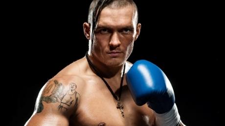 Украинский боксер-тяжеловес Александр Усик в ближайшее время готов перебраться в США или Великобританию