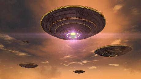 """Корабли с пришельцами """"прошлись"""" по небу и ошарашили очевидцев: """"Они четко шли друг за другом"""""""