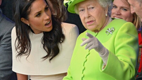 """Денег нет"", - королева Елизавета II наказала Меган Маркл и принца Гарри за отречение от королевского дворца"